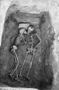 ৬০০০ বছর পূর্বের চুম্বন আর তেপ্পে হানসালুর যুগল সমাধি